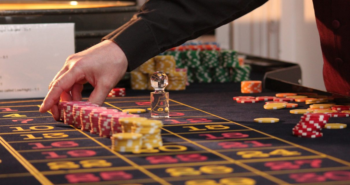 Exactly How To Win At Craps: 5 Invincible Craps Betting Strategy Tips